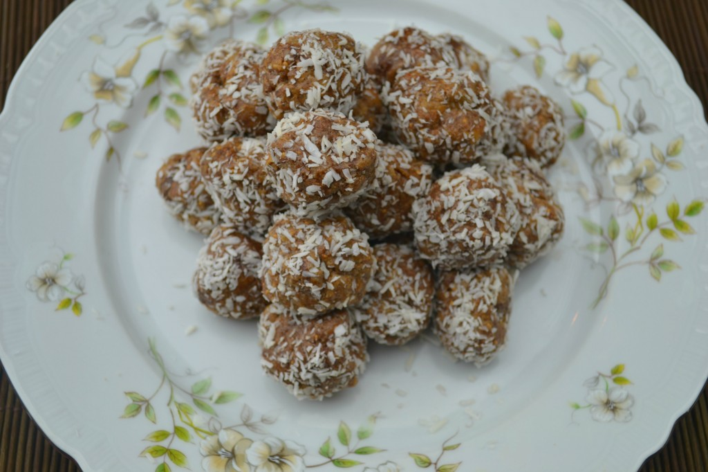 paleo-fig-fudge-balls-plate